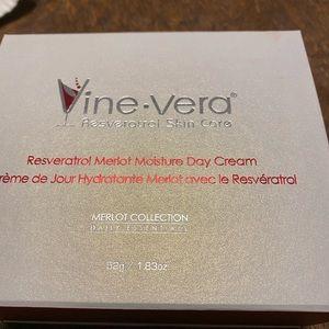 Vine-Vera Resveratrol Merlot Moisture Day Creme